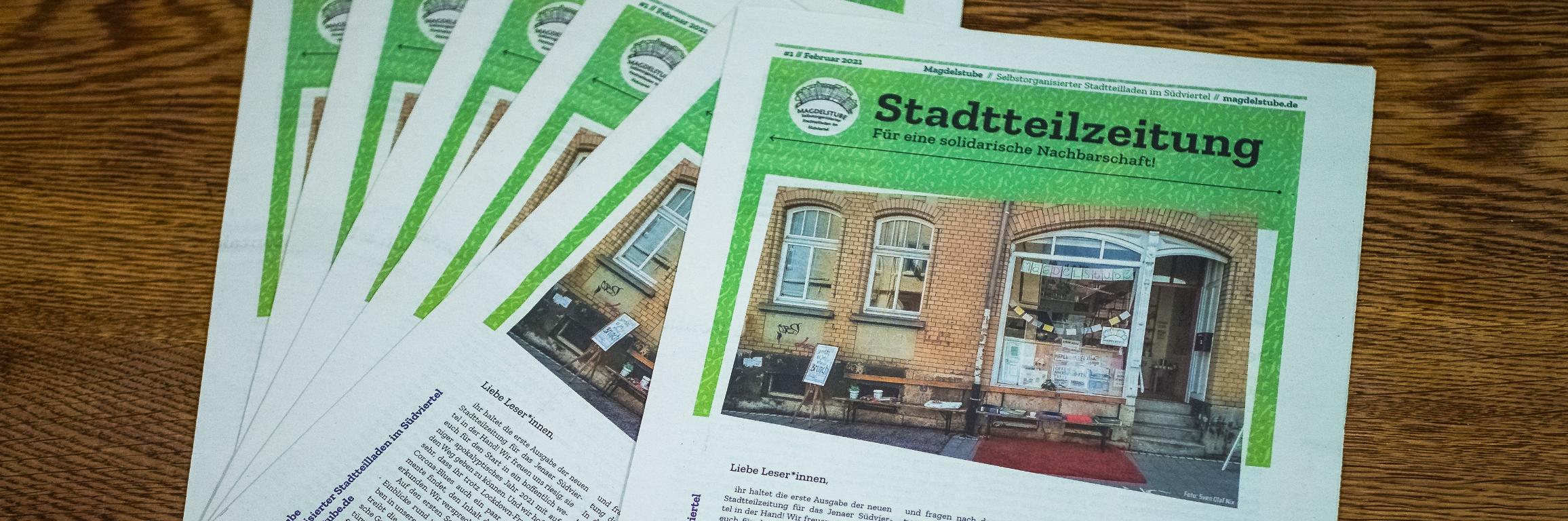 Mehrere Ausgaben der Stadtteilzeitung Nr.1 auf dem Tisch in der Magdelstube